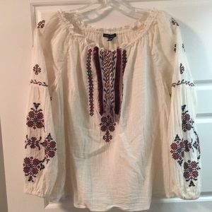 American Eagle sz S embroidered peasant blouse